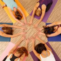 health_business-yoga-gruppe-b1bf89da98919a74f126302ae02cd4fb